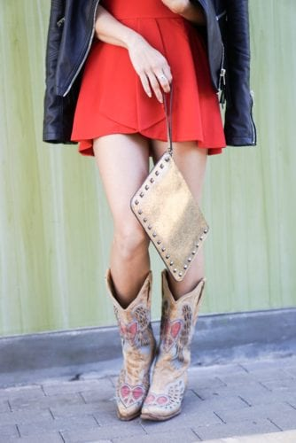 STUDDED CLUTCH, GOLD CLUTCH, TAN BOOTS, COWGIRL BOOTS, CORRAL, RODEO LOOK
