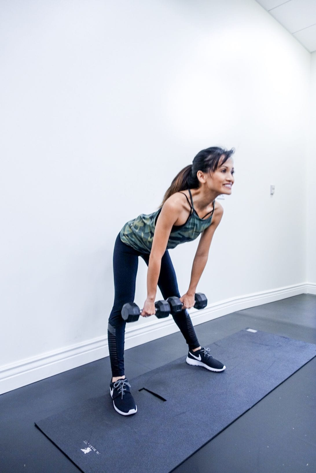 Your 6 Minutes Legs Workout by Houston fitness blogger Dawn P. Darnell - deadlifts, dumbell deadlifts, stiff-legged deadlifts, booty workout, at home workout, dumbell exercise