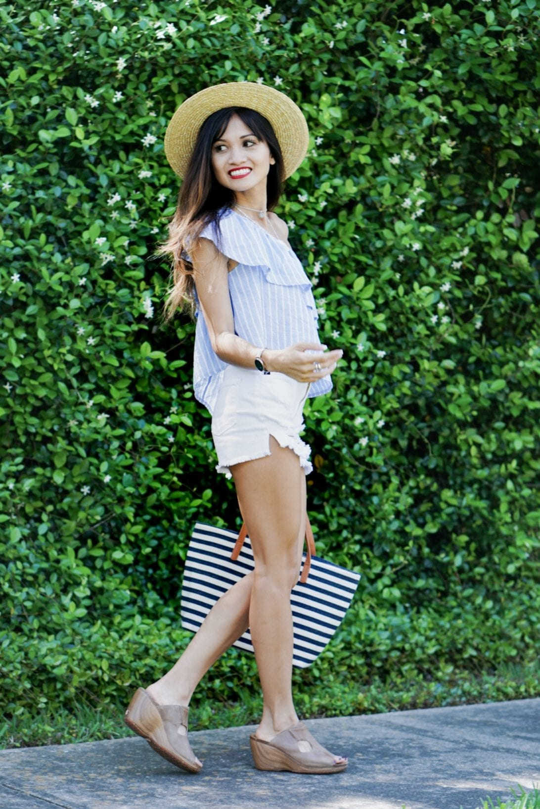 summer style, beach outfit, mom outfit, mom style, fashion trends
