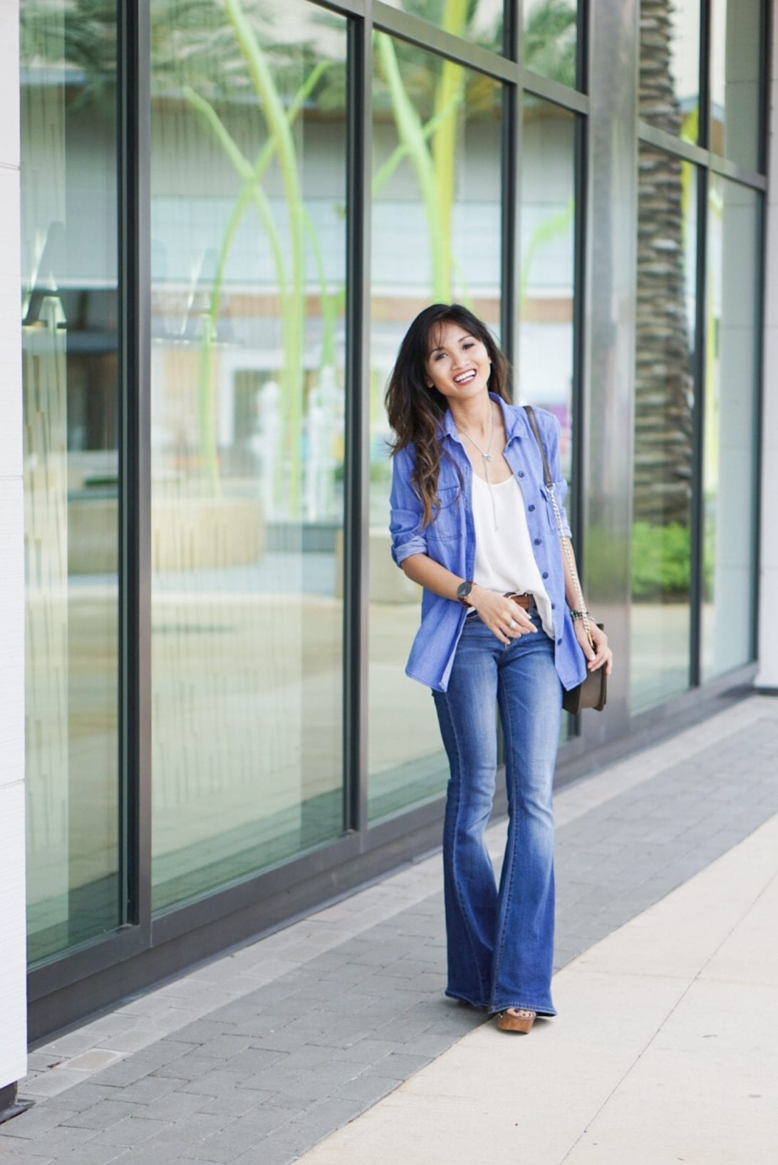 how to wear flare jeans, bell bottoms, flare jeans, denim shirt