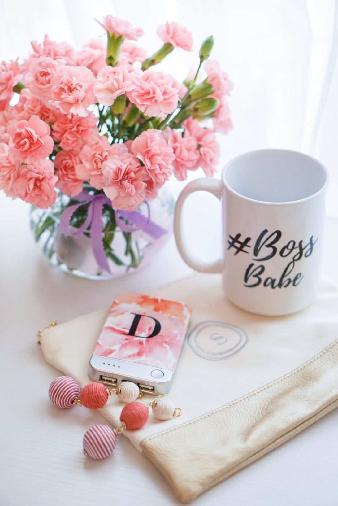 Personalized Graduation Gifts for Under $100 , shutterfly, gift ideas, initial phone charger. graduation gift ideas, gifts for her, shutterfly gift ideas