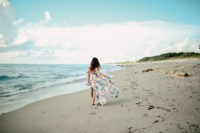 beach photoshoot, what to wear on the beach, what to wear at a photoshoot, ruffle maxi, floral maxi, beach style, summer dresses under $50, beach model, how to model, model poses, beach engagement shoots