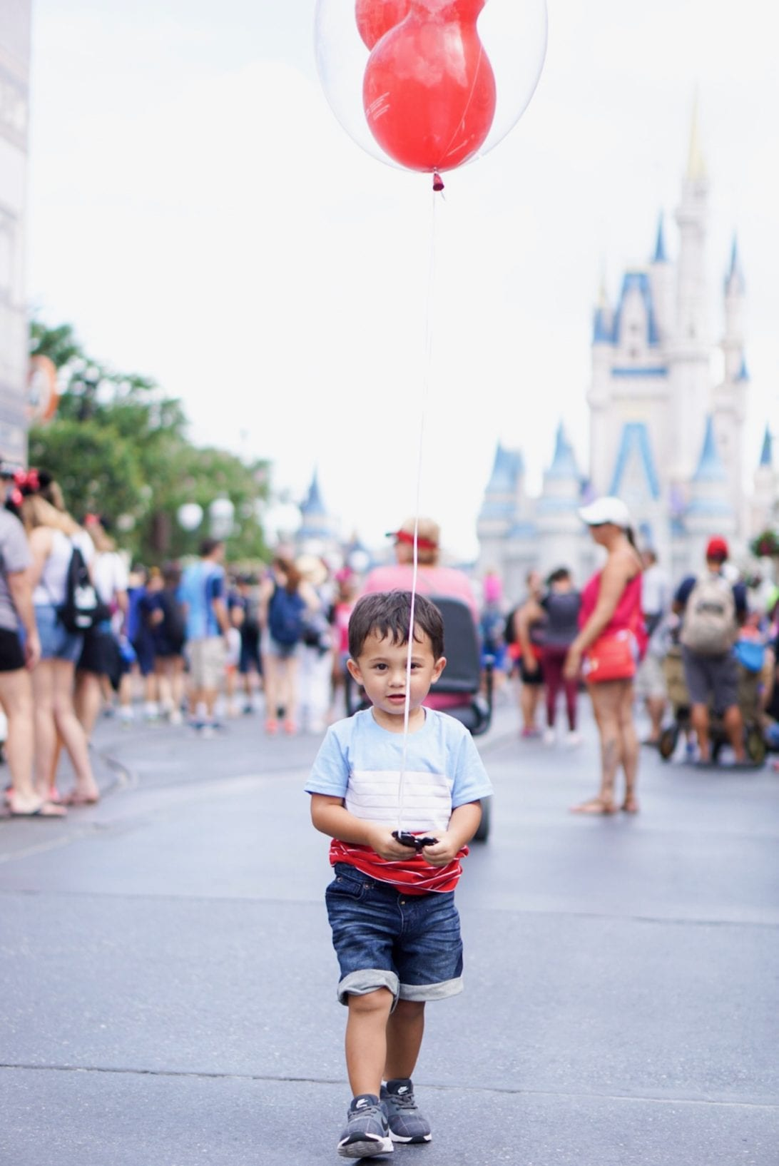 DISNEY WITH A TODDLER, TIPS FOR FAMILIES VISITING DISNEY, DISNEY WORLD, WHAT TO DO IN DISNEY WORLD, VISITING DISNEY WORLD, FIRST TIME IN DISNEY WORLD, VISITING DISNEY WORLD WITH A TODDLER