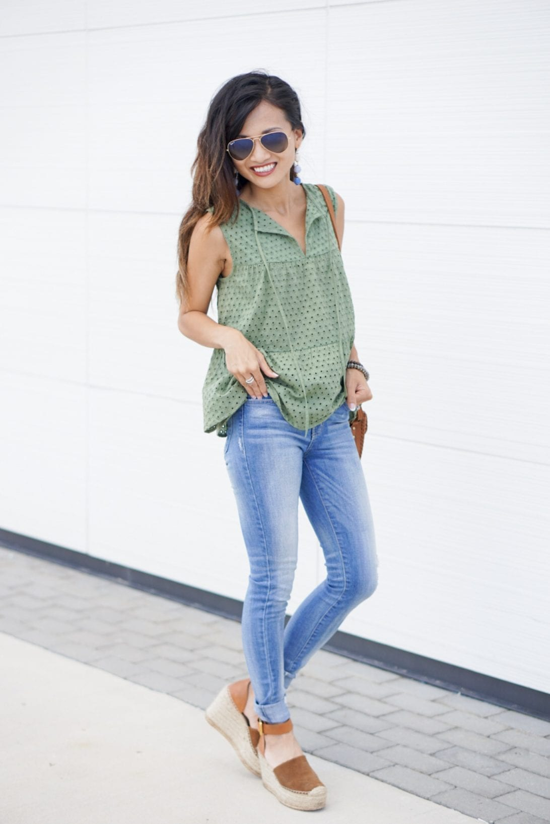 TRUE CRAFT Eyelet Tiered Tank, mom style, mommy and me style, back to school, peplum top, marc fisher wedges, aaron platform wedge, skinny jeans, ray ban aviators