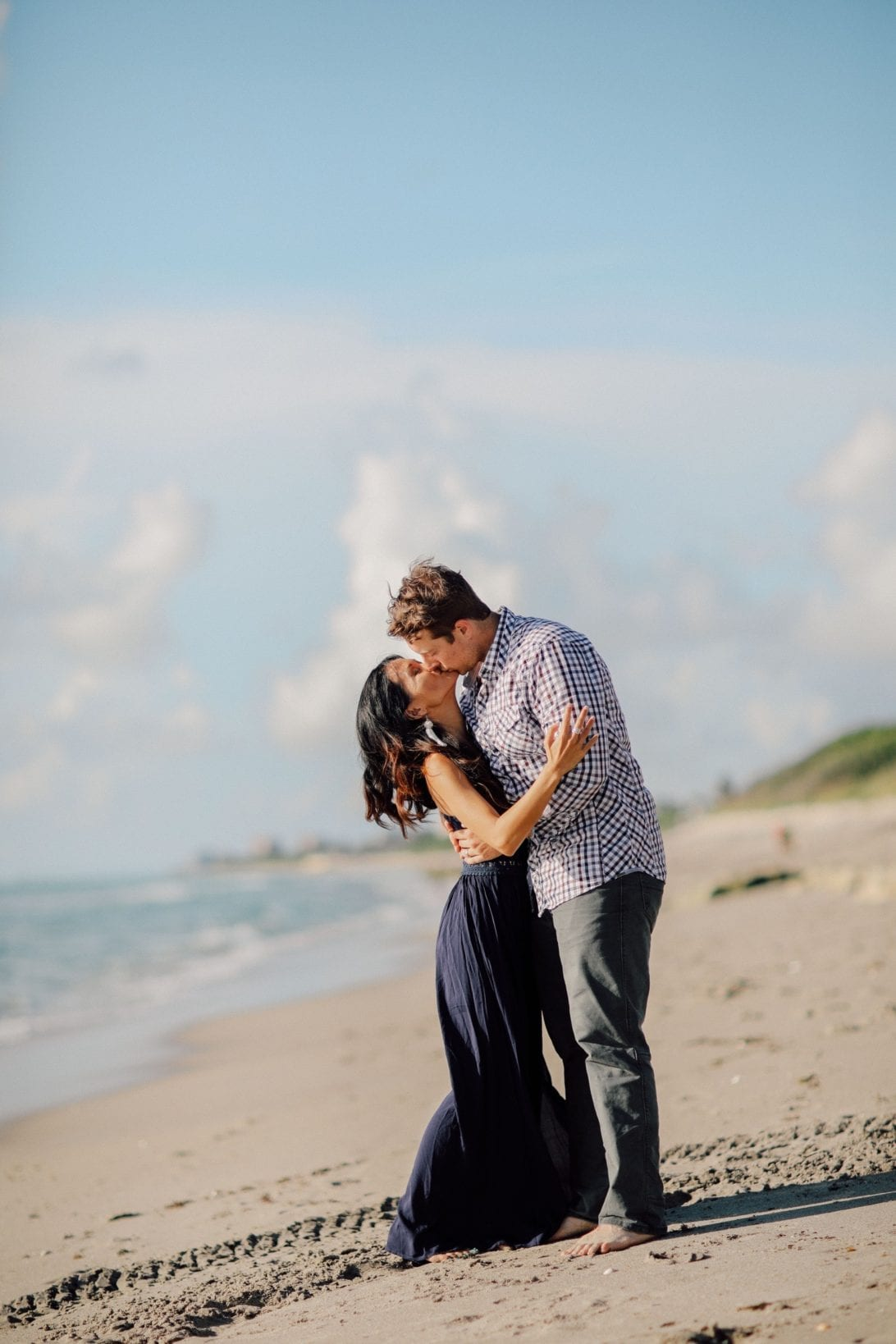 ENGAGEMENT PHOTOS, COUPLE PHOTOS. BEACH PHOTOSHOOT, BEACH ENGAGEMENT, BEACH ANNIVERSARY SHOOT