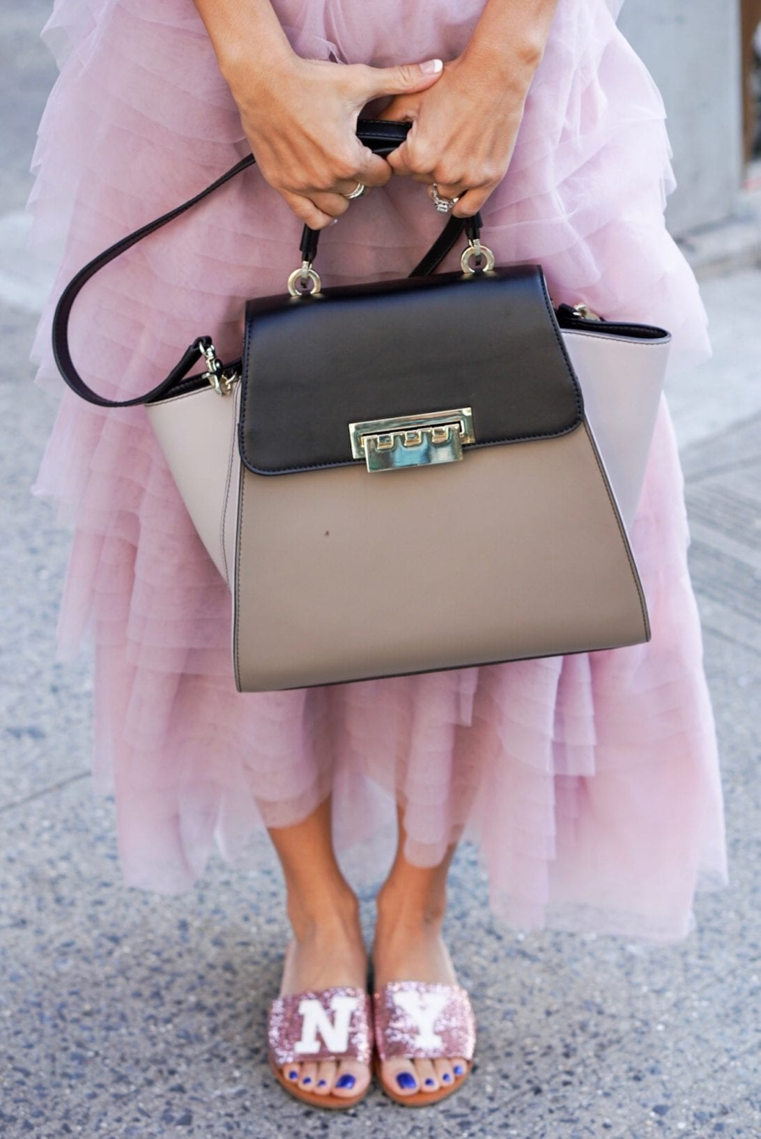 NYC STREET STYLE, New York FASHION WEEK, New York CITY, NYFW 2017, NYFW STREET STYLE, STREET STYLE, FEMINIST, TULLE SKIRT, SEX AND THE CITY OUTFIT, NY GLITTER FLATS, ZAC ZAC POSEN BAG