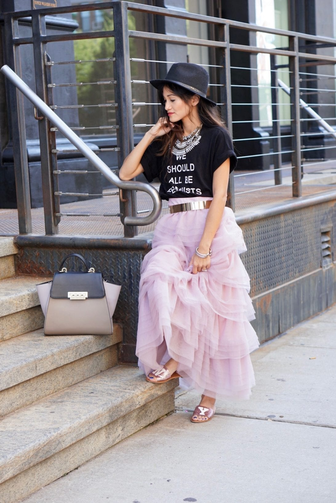 NYC STREET STYLE, New York FASHION WEEK, New York CITY, NYFW 2017, NYFW STREET STYLE, STREET STYLE, FEMINIST, TULLE SKIRT, SEX AND THE CITY OUTFIT, NY GLITTER FLATS, ZAC ZAC POSEN BAG, VOGUE PARTY, VOGUE BRUNCH
