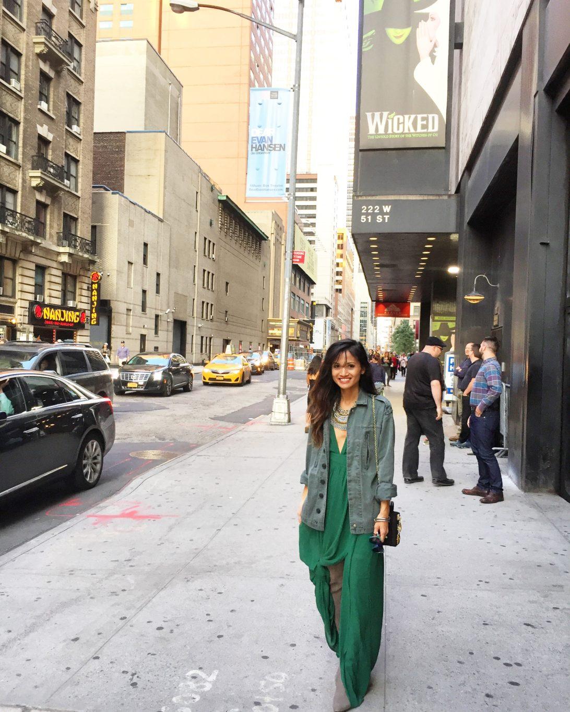 nyfw, NYC, New York fashion week, nyfw style, NYFW STREET STYLE, WHAT TO WEAR TO NYFW, NYC STREET STYLE, NYC, GREE DRESS, WICKED, NYC, New York CITY