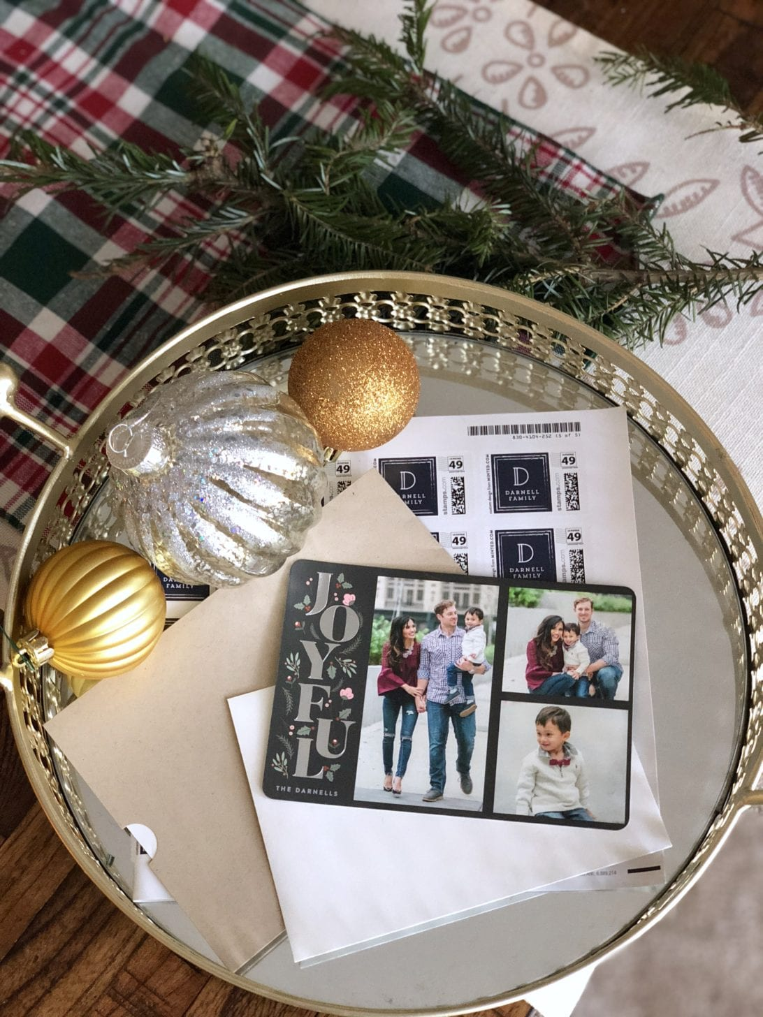 CHRISTMAS CARDS, MINTED HOLIDAY CARDS, COORDINATING FAMILY OUTFITS, FAMILY PHOTOGRAPHY, FAMILY PICTURES, CHRISTIAN LOUBOUTIN HEELS, TIPS FOR FAMILY PICTURES, TIPS FOR CHRISTMAS PICTURES, CITY CHRISTMAS PICTURES