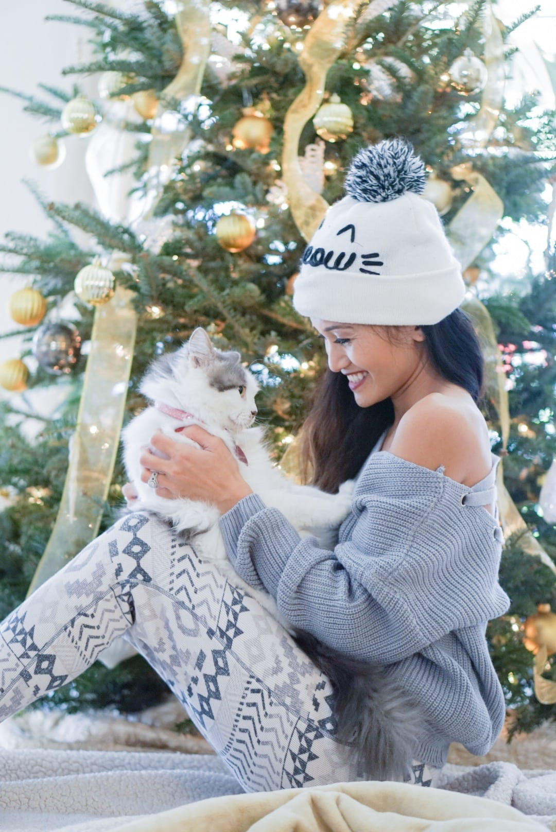 pet lover, cat, dog, pet gift guide, christmas gift guide for pets, anima lover, holidays with pets, cat lady, meow beanie