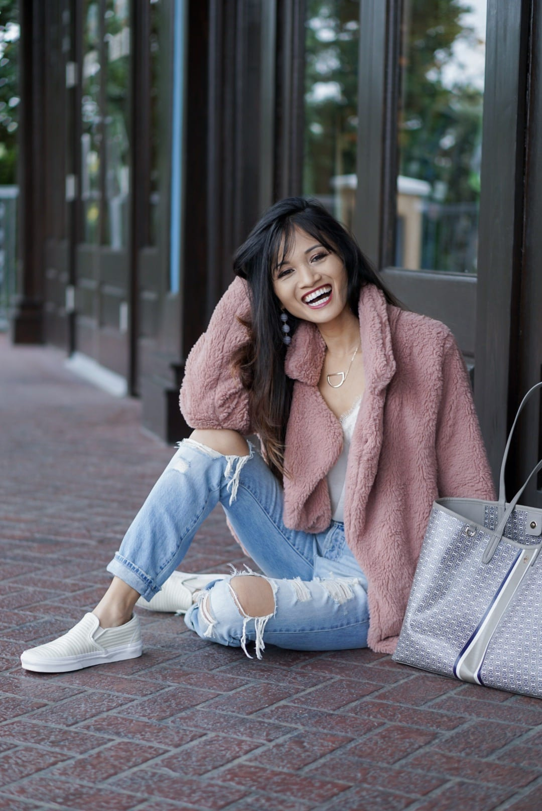 pink jacket, pink teddy bear coat, Tory Burch Gemini Link Tote, sherpa coat, ripped jeans, mom jeans, boyfriend jeans, dc canvas slip on shoes