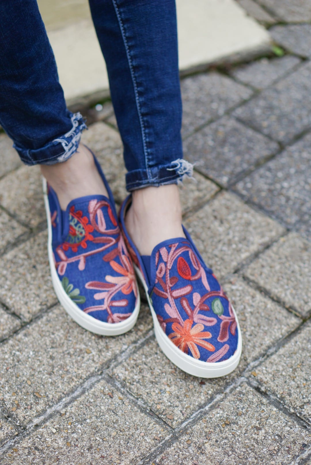 #stepwithstyle, #ad, productivity tips, working from home, Sofft shoes, Zappos, Tory Burch gemini tote, Tory Burch tote bag, embroidered slip ons, work wear style, work wear fashion, spring style, spring fashion, quay high key sunglasses, bauble bar earrings