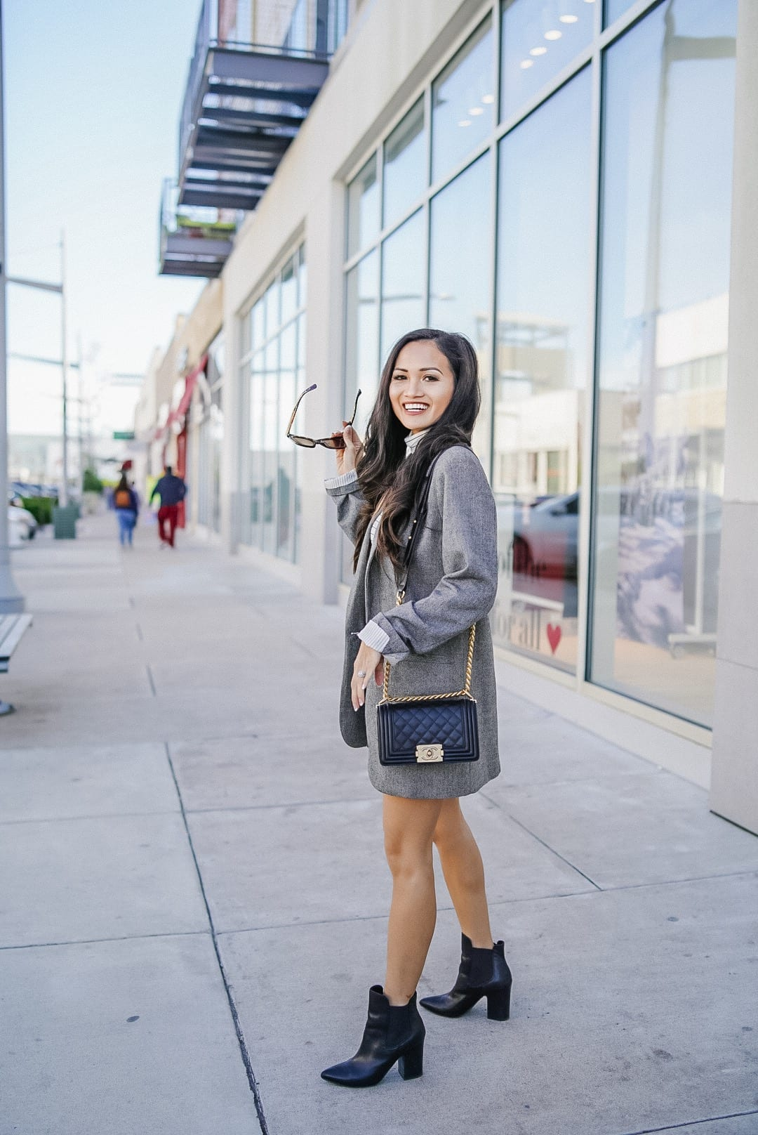 small blag chanel boy bag, gold hardware, chanel boy bag, luxury bag review