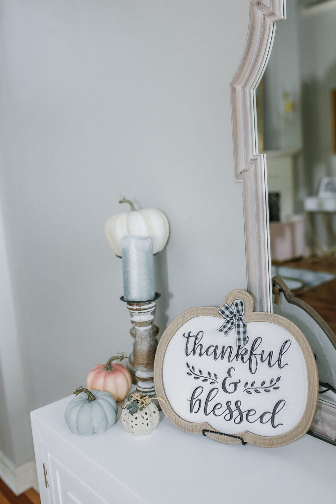 entry table decor, thanksgiving decorations, pumpkin decor