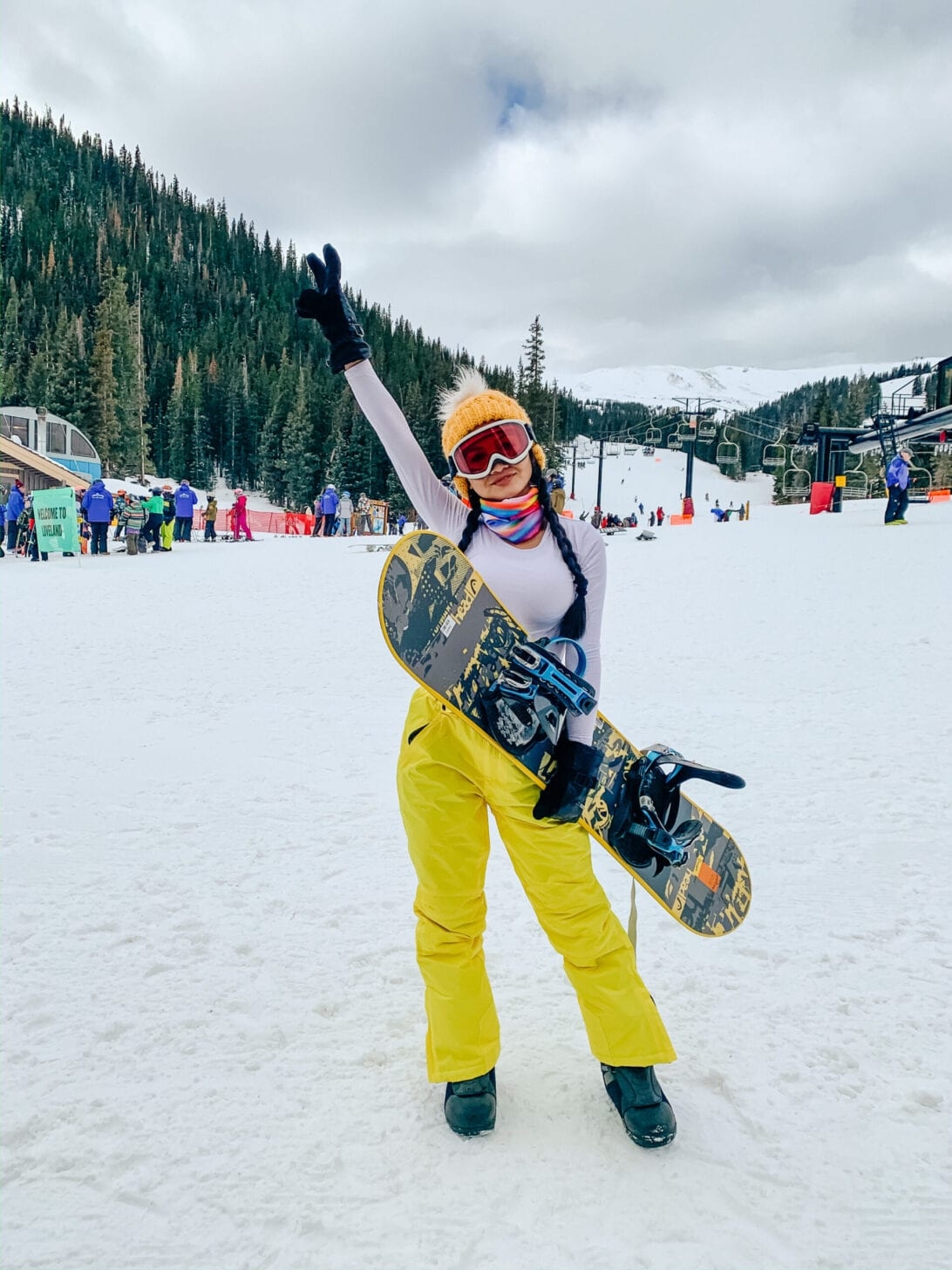 WHAT TO WEAR SNOWBOARDING, SNOW CLOTHES, SNOW ESSENTIALS, SNOW BOARDING GIRSL