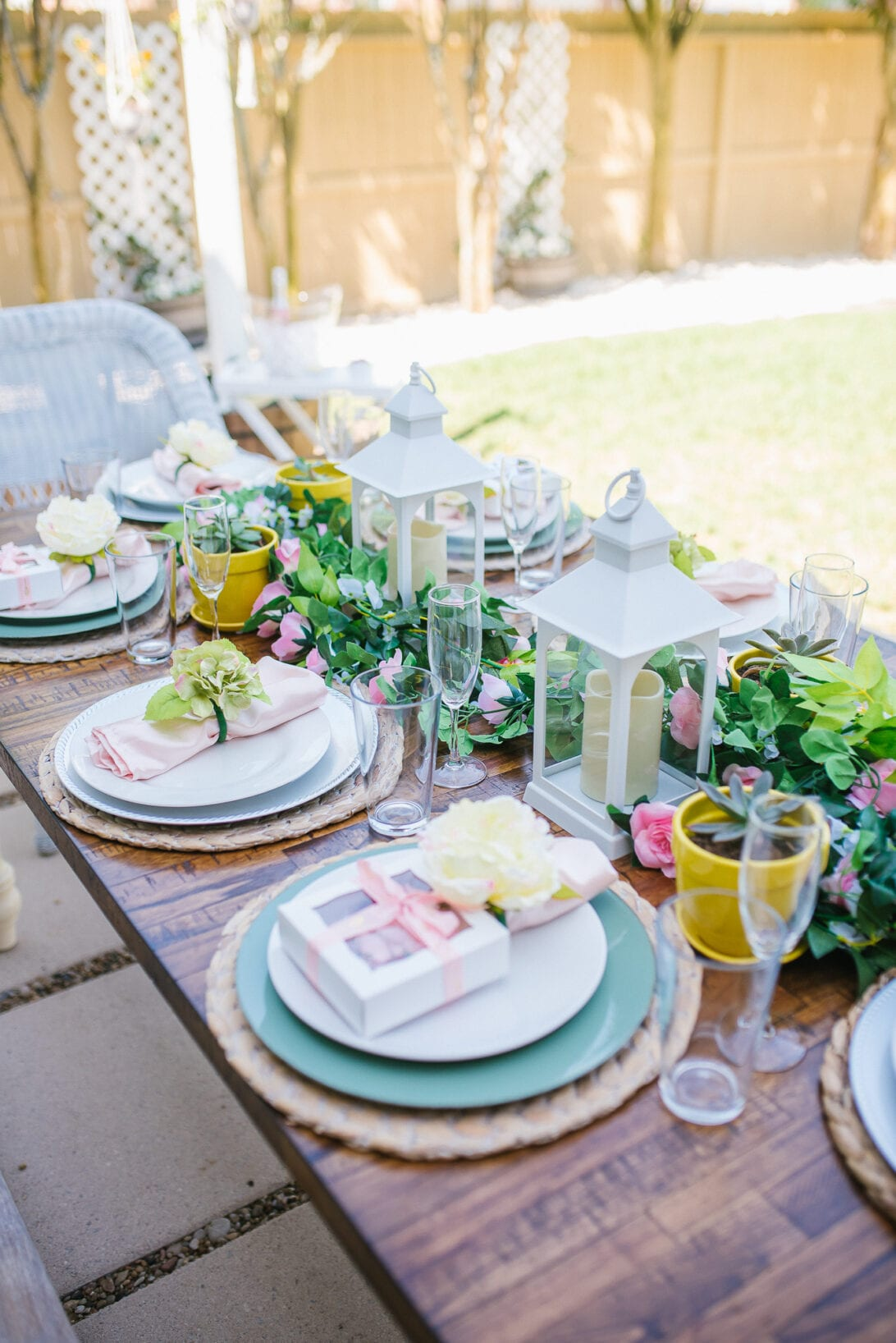 white lantern, outdoor table, brunch tablescape , outdoor brunch