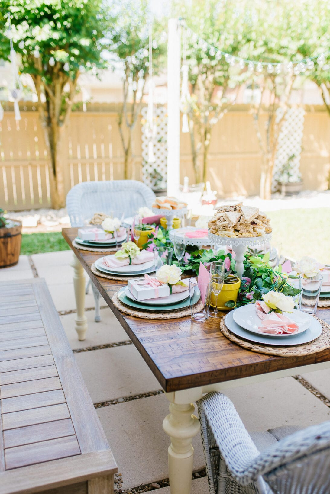 outdoor brunch, Mother's Day brunch, summer tablescape, outdoor tablescape