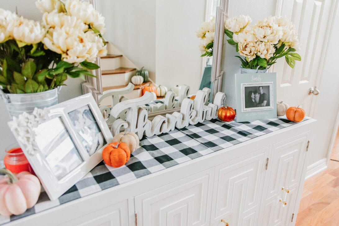 fall entry table decor, thankful wood sign