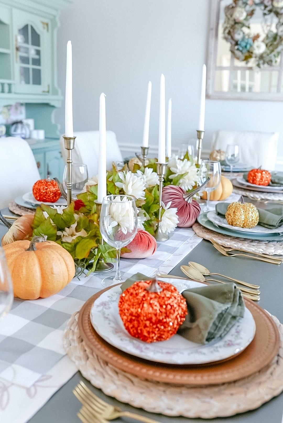 sequin pumpkins, table chargers, wine glasses