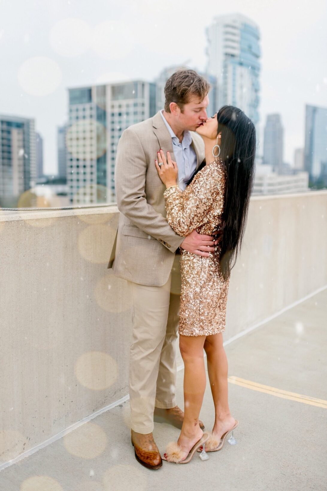 NEW YEAR 2021, NEW YEAR KISS, NEW YEAR COUPLE, GLITTERY DRESS, SEQUIN DRESS, SEQUIN GOLD DRESS